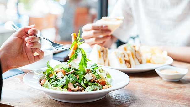 Mangiare sano in pausa pranzo? Ecco perché è strategico per l'azienda